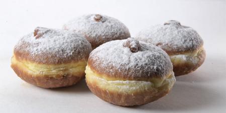 Пончики берлинские с клубничной начинкой 4 шт по 60 г